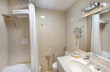 Superior room, bathroom